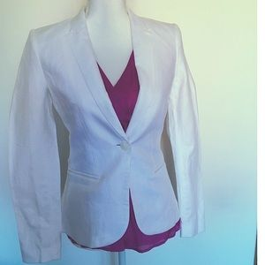 💁🏻‍♀️NWOT 💜 H&M True White Blazer🛍